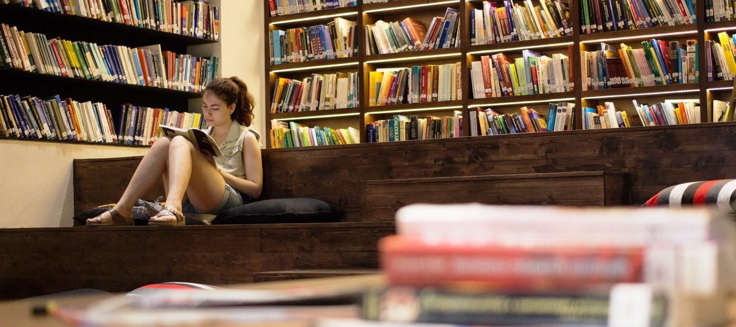 aegean college βιβλιοθήκη